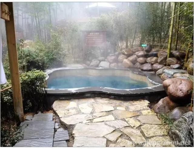 温泉浴主要是:木桶浴