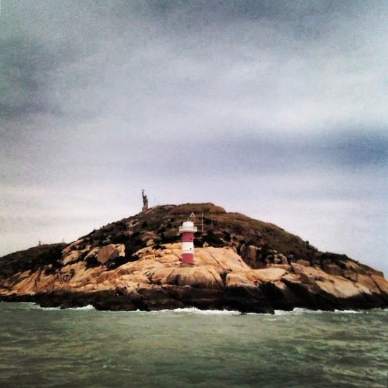 帆船大海灯塔图片